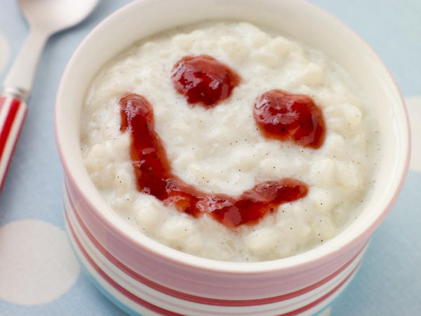 bowl-of-creamed-rice-pudding-with-a-strawberry-jam-face